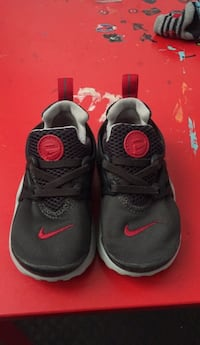 Used Nike shoes in great condition 2282 mi