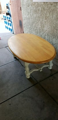Shabby and chic coffee table  2271 mi