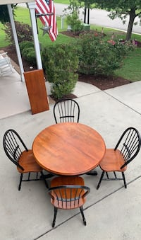Table with 4 chairs and a leaf