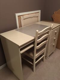 Pickled pine ivory wooden desk with chair- 5ft L x 2 ft w Mississauga, L5M 6E2