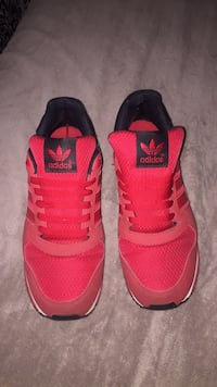Red adidas  Cabot, 72023