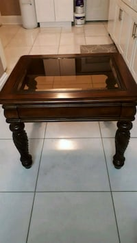 2 wood end tables Niagara Falls, L2E 5Z1