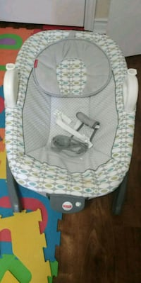 baby's gray and white bouncer Thorold, L2V 2W4