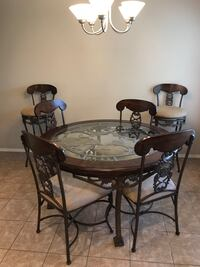 Kitchen table, 4 chairs and 2 barstools