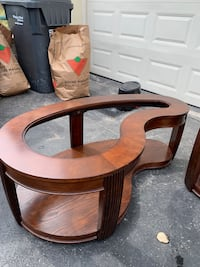 Coffee table and 2 end tables comes with the glass tops Brampton
