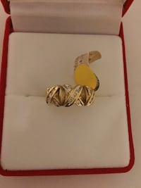 gold-colored ring with box Toronto