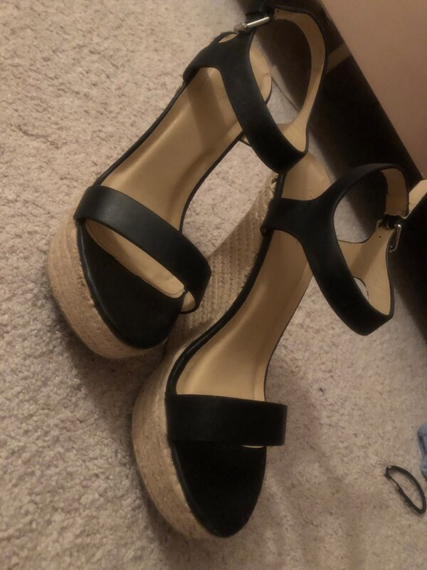 High heel/wedge (it's really for people who wants to look taller) dc5ec450-07f9-472a-8541-04623aff753b
