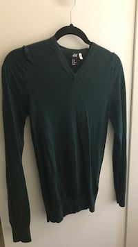 H&M green sweater Burnaby, V5E 1H3