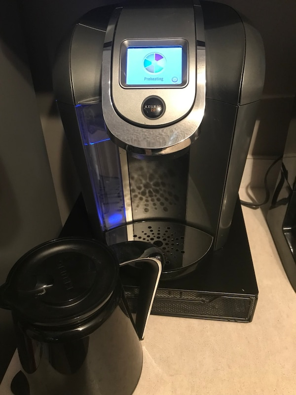 Keurig 2.0 with carafe/pod holder  fdab5cf8-414d-45ac-aa24-1e803a96ffb7