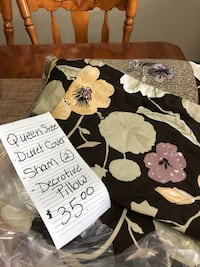Queen size duvet cover that comes with 2 shams/decorative pillow