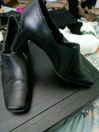 pair of black leather heeled booties Hacienda Heights, 91745