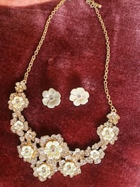 2 beautiful flower jewelery set Mississauga, L5M 0A5