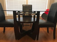 Round Glass Dining table w/ 4 green chairs Woodbridge, 22192