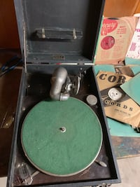 Old wind up phonograph with 37 10inch records. Works great extra needle Chittenango, 13037