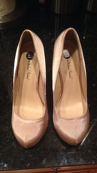 Pair of nude satin heels Ooltewah, 37363