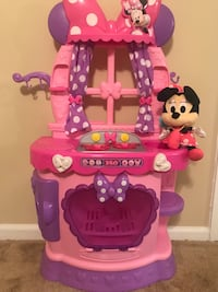 Minnie Mouse Kitchen and Plush Toy