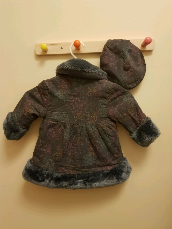 Little girl coat with matching hat (size 12 months f0cc2eaf-7de1-47f6-abbe-1eefbd5eb3be