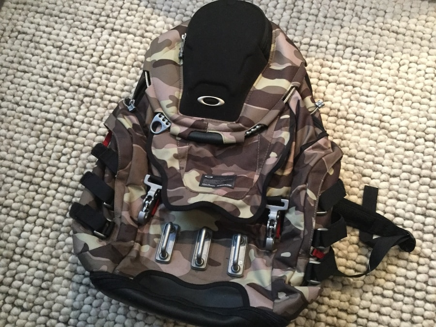 Photo OAKLEY Kitchen Sink backpack in Limited CAMO