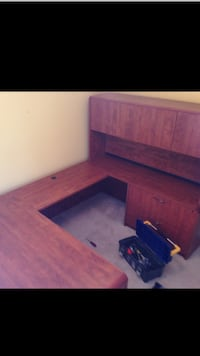 Beautiful mahogany finish executive desk. Paid $1200 Burlington, L7L 6L1