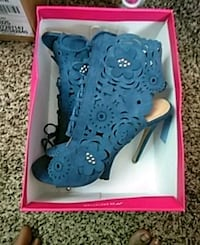 pair of blue high-top sneakers size 8 North Charleston, 29405