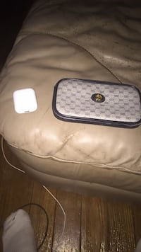 Gucci Wallet Or Apple Airpods Louisville, 40213