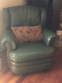 2 matching Recliner Coatesville, 19320