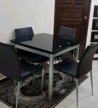 0 scratch tempered glass dining table & 4 chairs  Singapore, 520266