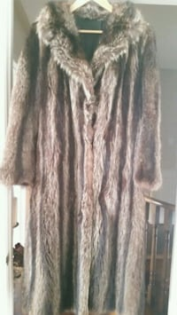 Long fur coat  Mississauga, L5M 2V8