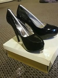 pair of black leather peep-toe pumps with box Annandale, 22003
