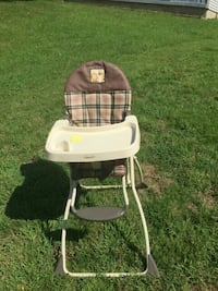 baby's white and brown high chair Memphis, 38115