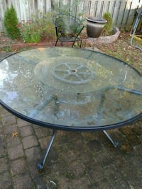 "54"" ROUND GLASS TABLE Waldorf, 20601"