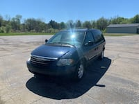 Chrysler-Town and Country-2005
