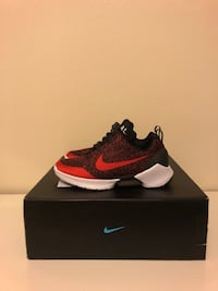 unpaired black and red Nike running shoe with box Miami, 33196