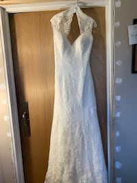 White floral lace sleeveless wedding dress