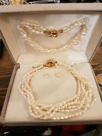 Pearl necklace earrings bracelet  Kamloops, V2B 3C9