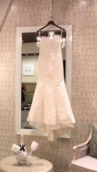 Wedding dress-strapless white needs cleaning worn once bought for $1400 Brampton, L6V 2Z5