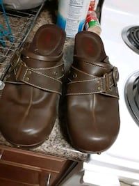Womans clogs size 10