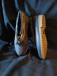 SIZE 9 Ladies DUCK SHOES * IF AD'S UP, IT'S STILL AVAILABLE 508 km