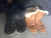 2 pairs of uggs size 7 Surrey, V3V 4Y9
