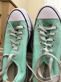 Pair of green converse low-top sneakers /size 7 in women's Victorville, 92392