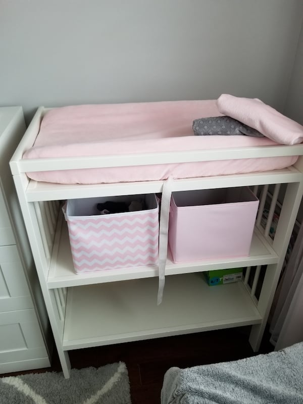 Changing table perfect condition  7b994c82-9c27-4d96-ba44-d5e5ae2828ee