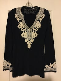 White and dark blue floral lace v-neck long-sleeved shirt size small Brampton, L6R 2J8