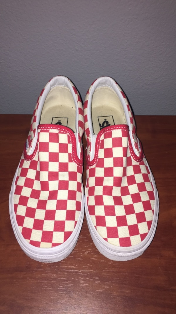 c76f75395ba4 Begagnad Women s brand new size 7 red and white checkered vans till ...