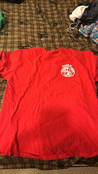 red crew neck t-shirt Downers Grove, 60516