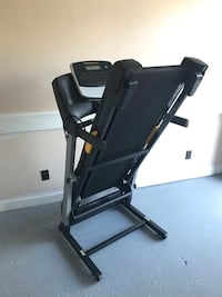 Gold's Gym 430i Treadmill with easy power incline - Only $300