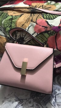 fashion pink  pink purse with shoulder strap New York, 10456