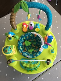 baby's green and blue activity saucer 밴쿠버, V6Z