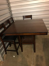 Wooden high table (4 chairs included) Newport News, 23606