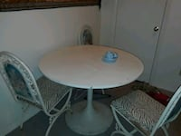 Small kitchen table with 3 matching chairs. 30.00  Sherman, 75090