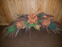 green and pink flower decor Lockport, R1A 3H7